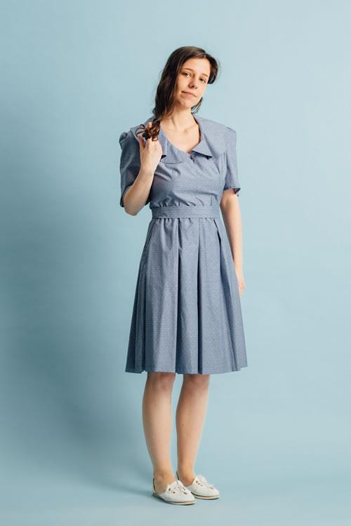 Rochie retro bleu cu picouri albe